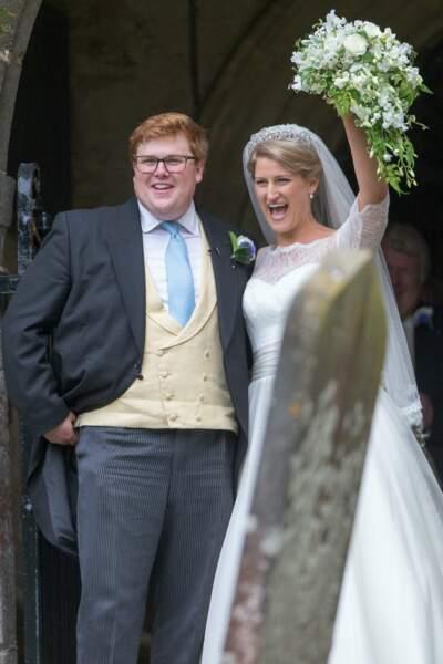 Mariage de Celia McCorquodale et George Woodhouse : les mariés à la sortie de la chapelle