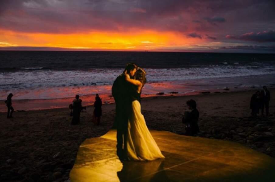 Mariage de Troian Bellisario : le couple trop mignon encore devant un coucher de soleil