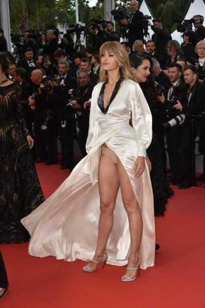 Festival de Cannes 2018 : Petra Nemcova dévoile sa culotte sur les marches