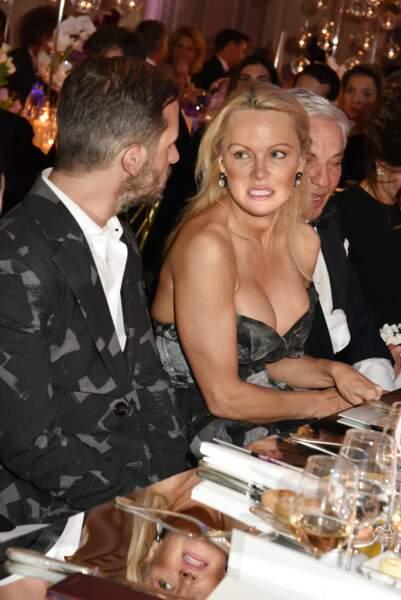 40ème Best Awards : Le décolleté de Pamela Anderson fait sensation