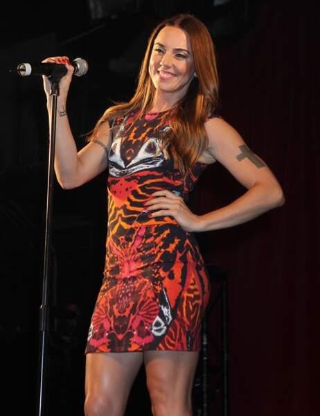 Aujourd'hui, Melanie est toujours bâtie comme une athlète mais elle met des robes et continue la musique