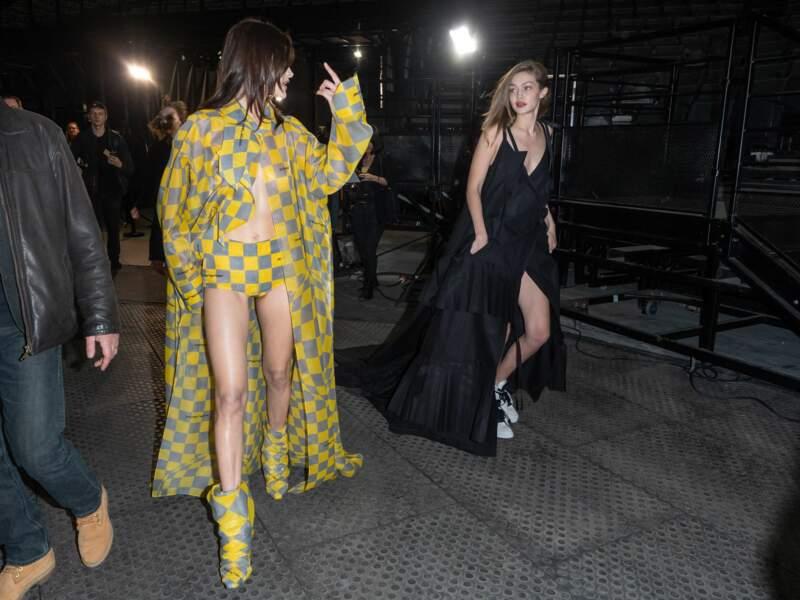 Bella et Gigi Hadid lors du défilé Off-White à Paris