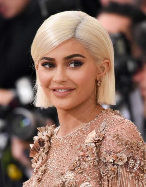 Cheveux : quand les stars passent toutes au blond, comme Kylie Jenner