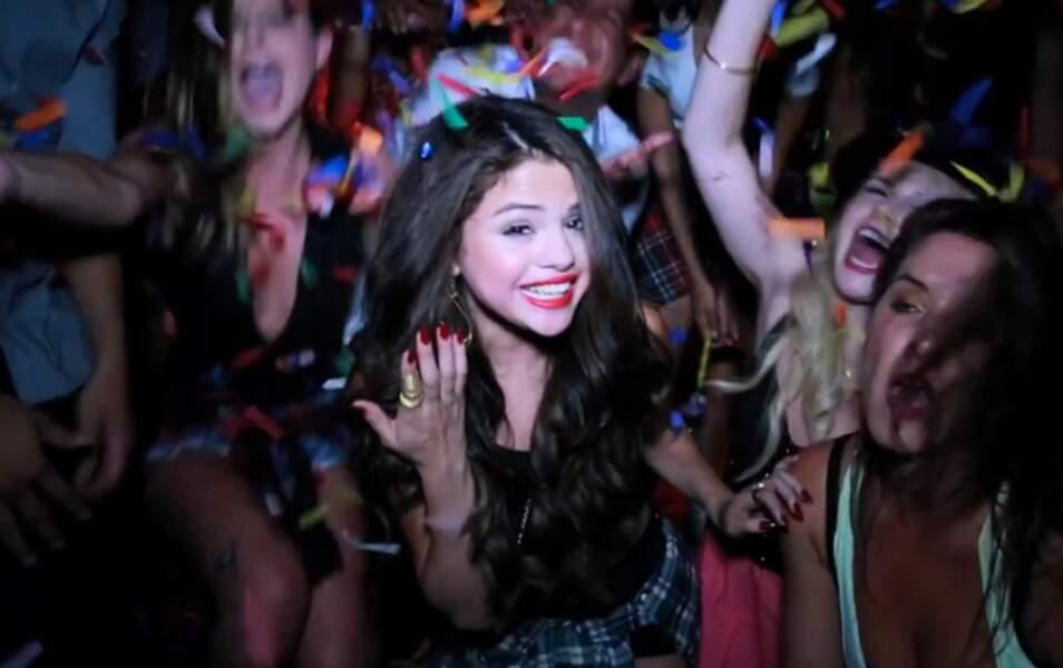 Selena Gomez s'éclate à sa fête d'anniversaire