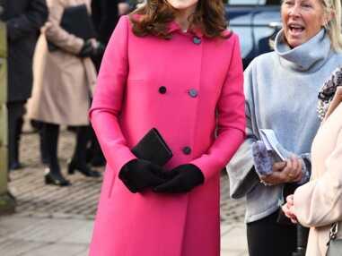 Kate Middleton enceinte : elle éblouit dans un manteau rose fuchsia