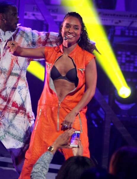 En janvier, après quelques rôles dans des séries et des petits singles, elle est remontée sur scène avec T-Boz