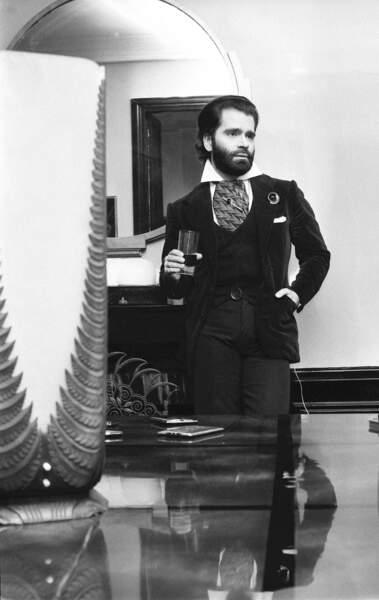 L'évolution physique de Karl Lagerfeld : le créateur en 1973