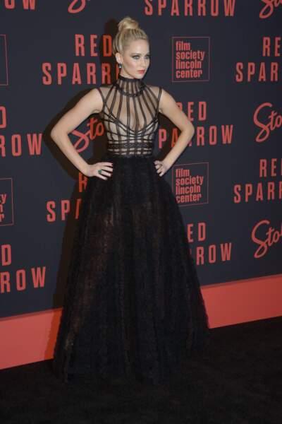 Accident de robe : Jennifer Lawrence à l'avant-première de Red Sparrow à New York
