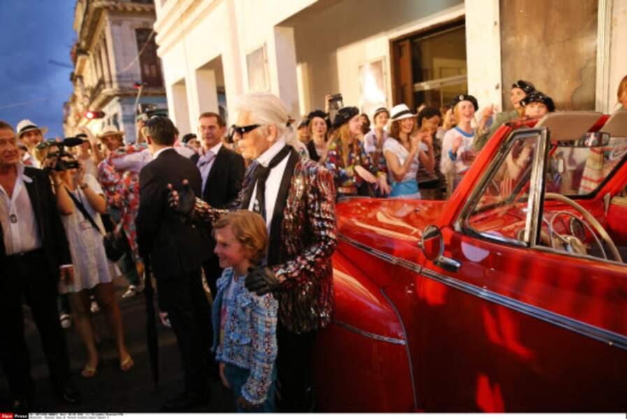 Défilé Chanel à Cuba : Karl Lagerfeld et son filleul accompagnés des tops du défilé
