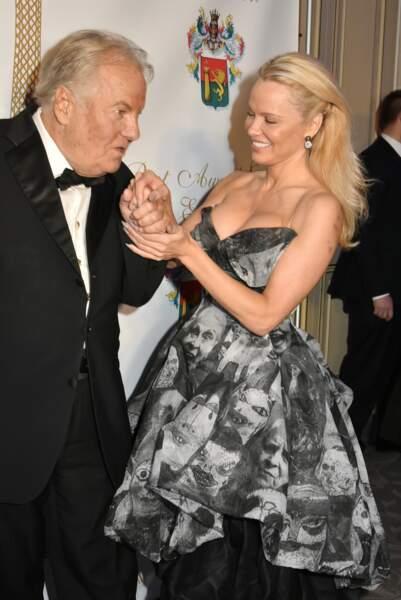 40ème Best Awards : Pas de doute, Massimo Gargia sait recevoir Pamela Anderson