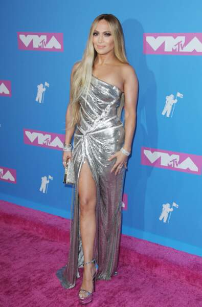 Jennifer Lopez en Atelier Versace aux MTV Video Music Awards 2018, le 20 août, à New York