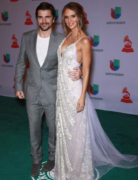 Le chanteur Juanes et sa femme Karen Martinez qui a, peut-être, recyclé sa robe de mariée...
