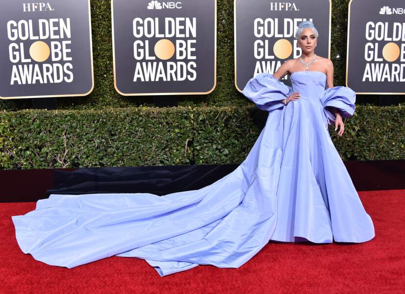 Lady Gaga portait une robe signée Valentino