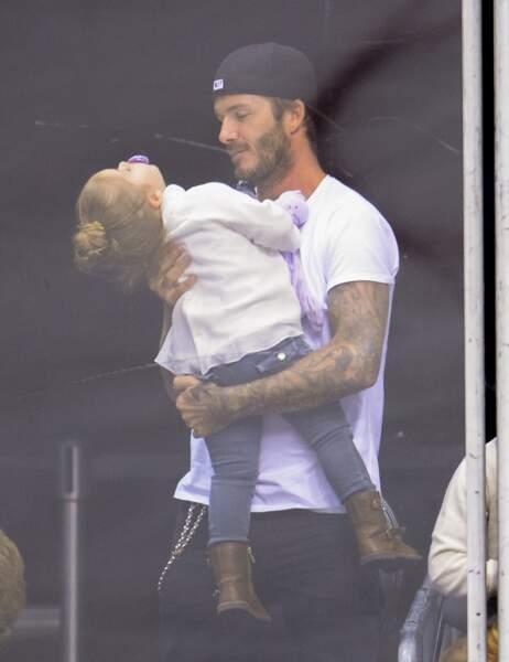 Son petit bun sur la tête, Harper fait craquer son père