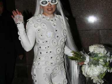 Lady Gaga s'entraîne pour le lancer de bouquet