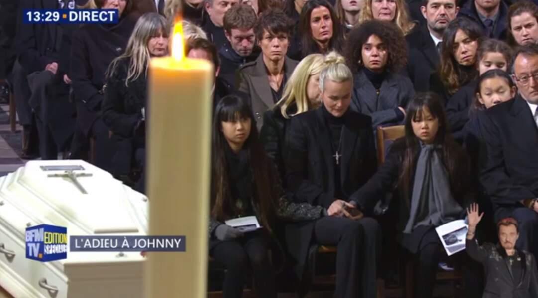 Hommage à Johnny Hallyday : Laeticia Hallyday craque en pleine cérémonie