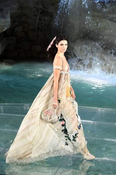 90 ans de Fendi : Kendall Jenner était vêtue d'une superbe robe brodée