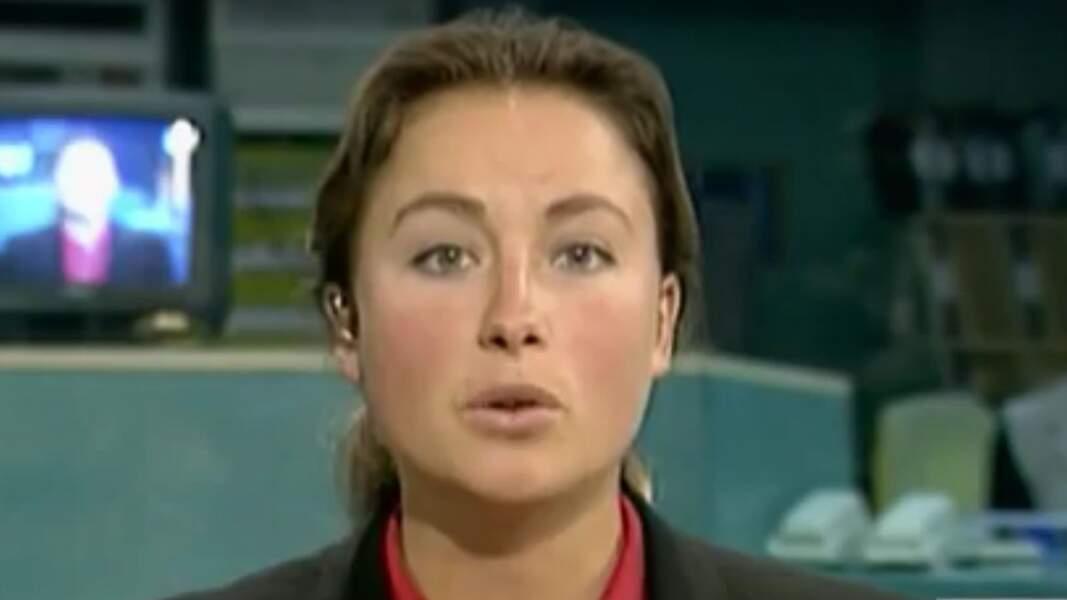 Retour sur l'évolution look d'Anne-Sophie Lapix : ici en 1996 lors de son premier JT
