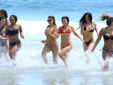 Kourtney Kardashian sexy en bikini (beaucoup trop petit) : elle en montre trop