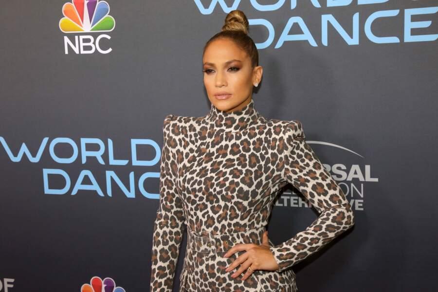 Coiffure : 10 chignons pour cheveux mi-longs (Jennifer Lopez)