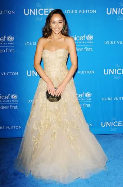 La comédienne Cara Santana et sa robe féérique