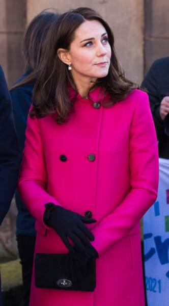 Kate Middleton, enceinte et rayonnante sous son manteau fuchsia le 16 janvier 2018