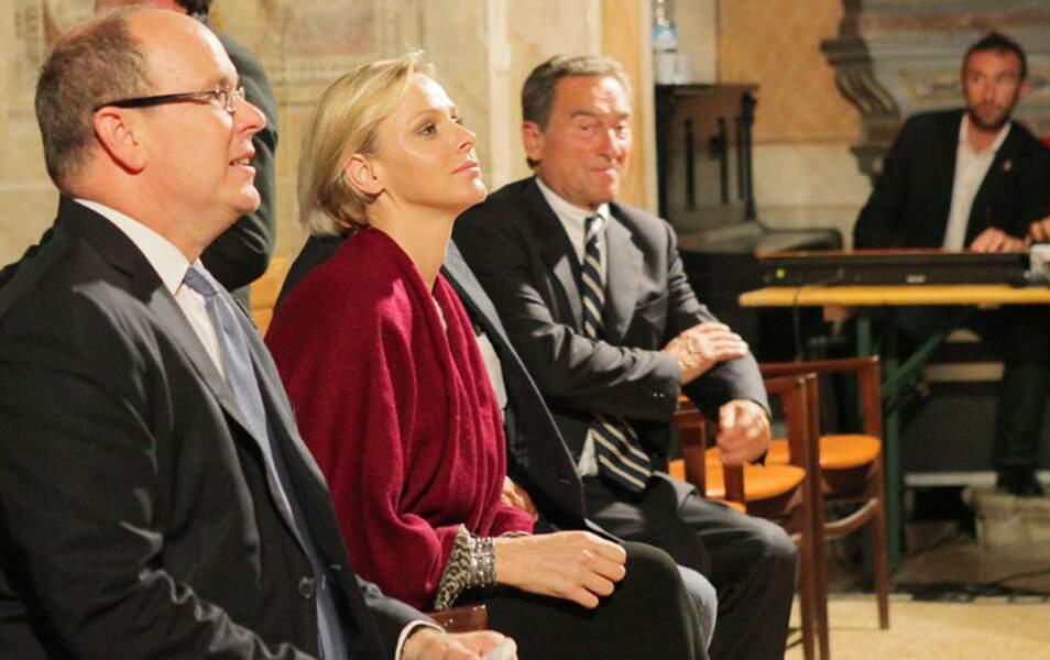 Le couple princier écoute le concert dans l'église San Martino