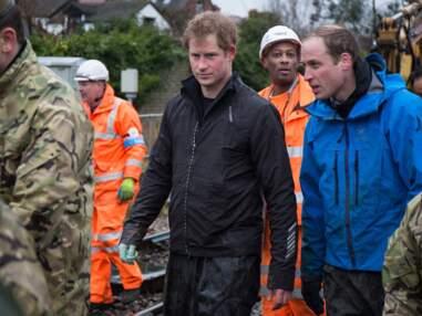 Les princes Harry et William affrontent les éléments pour aider la population