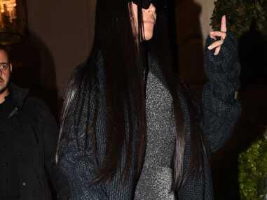 Kim Kardashian sexy en tenue scintillante pour son retour à Paris