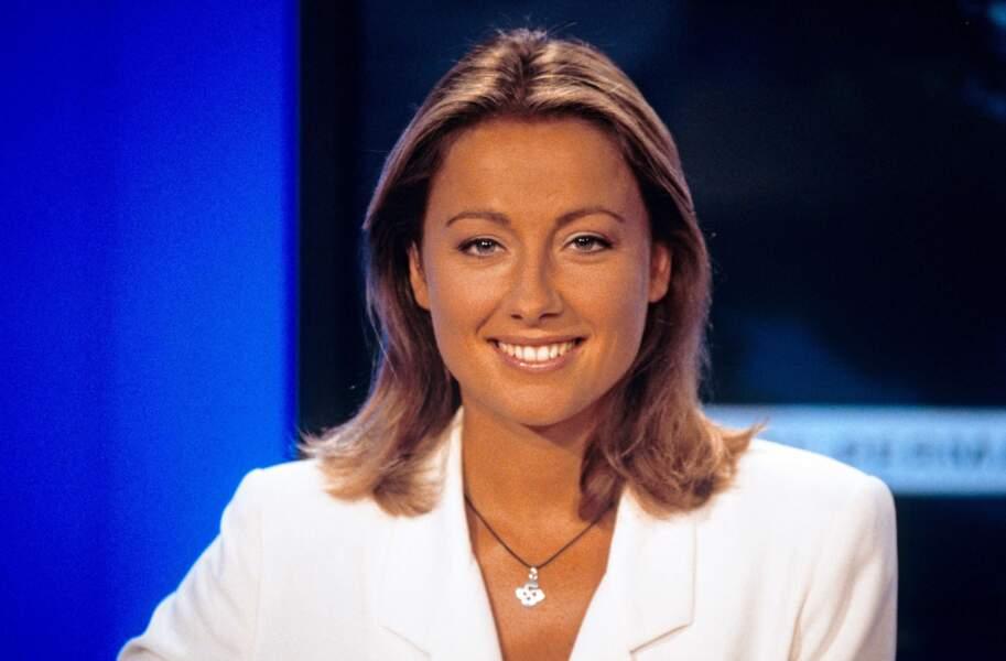 Retour sur l'évolution look d'Anne-Sophie Lapix : ici en 2000 sur LCI
