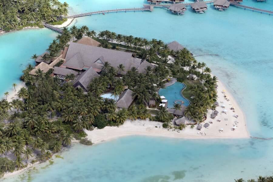 Vue d'ensemble du Four Seasons Hotel de Bora Bora où Jennifer Aniston et Justin Theroux passent leur lune de miel