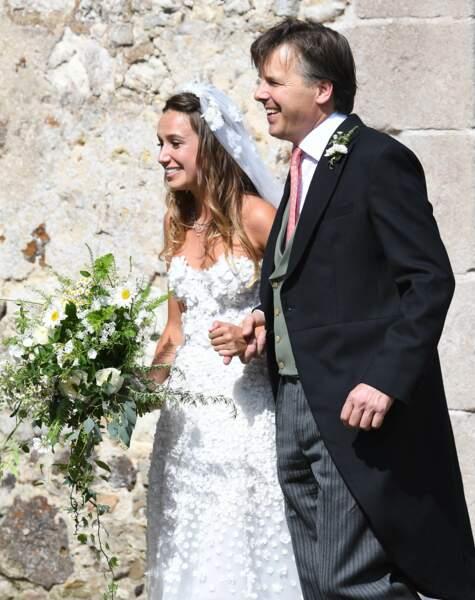 La mariée, Daisy Jenks, arrive au mariage