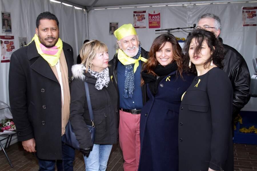 Laëtitia Milot, marraine d'EndoFrance, a pris la pose avec des membres de l'association