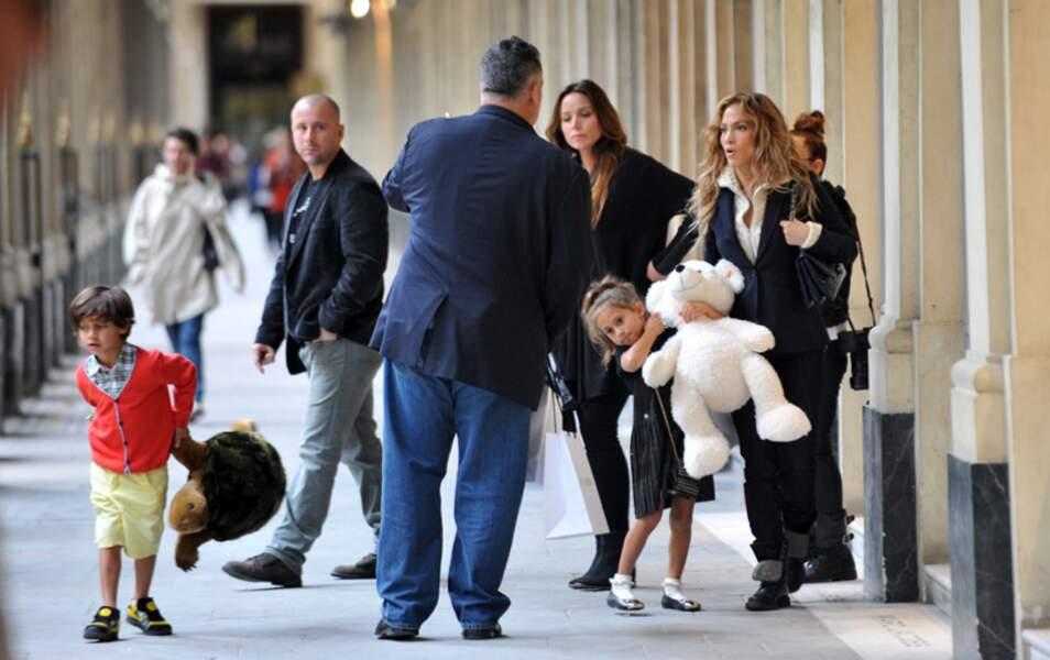 Jennifer Lopez sous les arcades du Palais Royal
