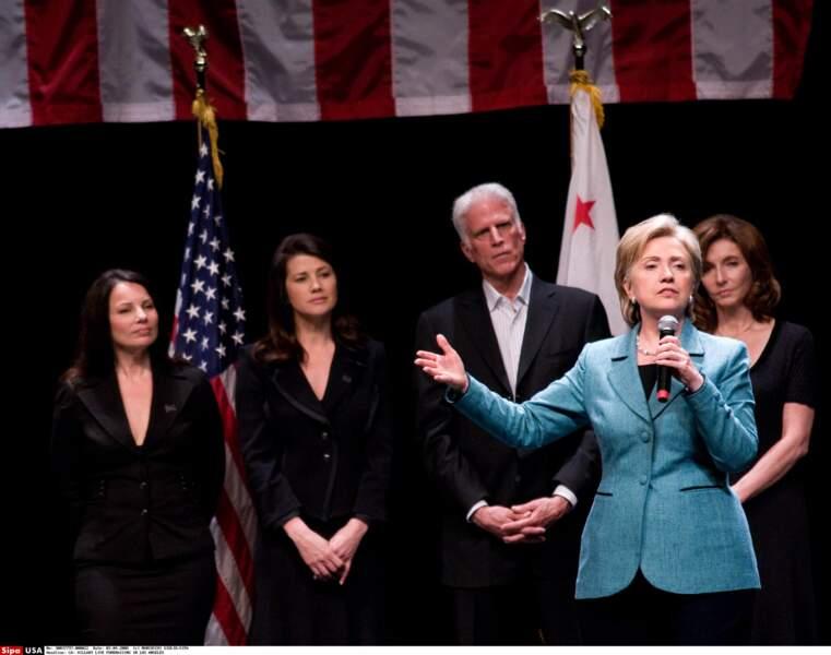 Fran Drescher aux côtés d'Hilary Clinton