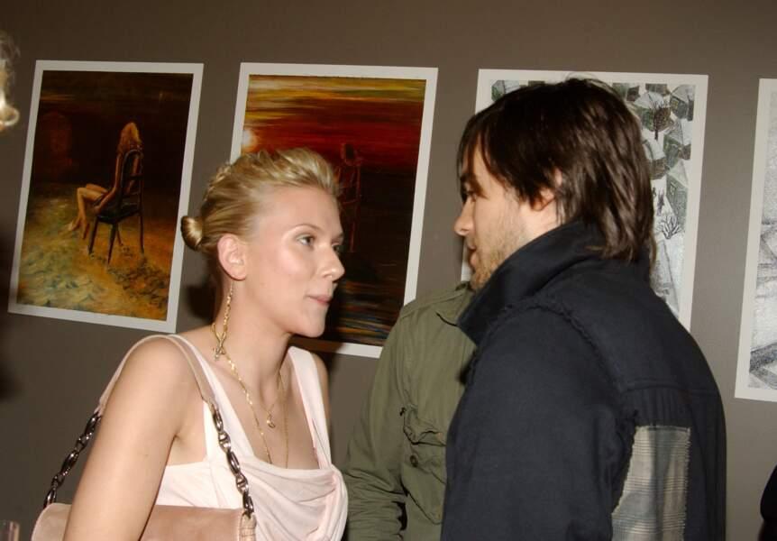 Novembre 2003 : Scarlett Johansson et Jared Leto se rendent à un vernissage