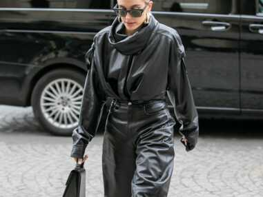 Fashion Week : Hailey Baldwin en total look cuir