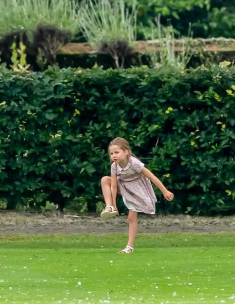 La princesse Charlotte lors du match de polo de son père à Wokingham, mercredi 10 juillet