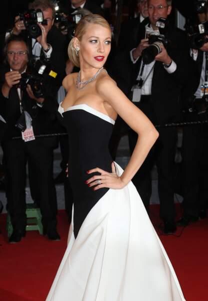 Blake Lively dans sa robe bustier noir et blanc renversante en 2014