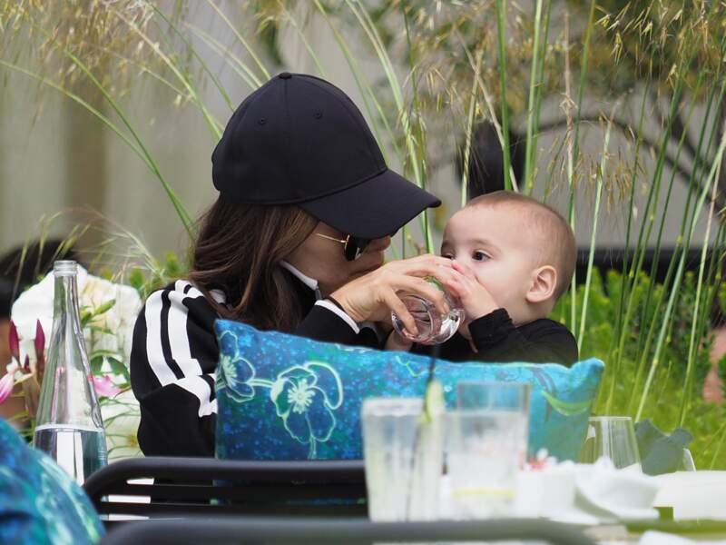 Eva Longoria maman poule : moment complice avec son fils à Cannes