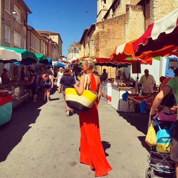 Visite du marché de Fleurance, dans le Gers pour Laeticia Hallyday