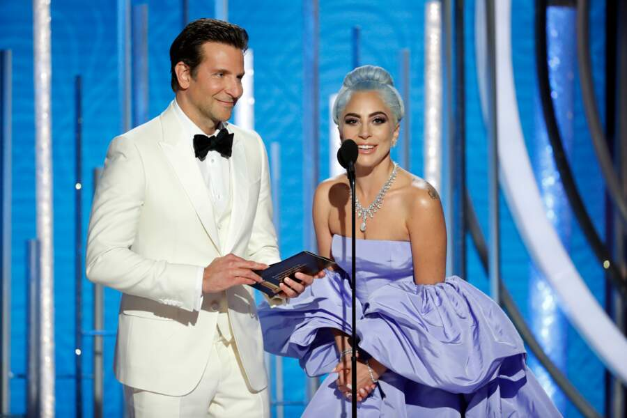 Lady Gaga et Bradley Cooper sur la scène des Golden Globes