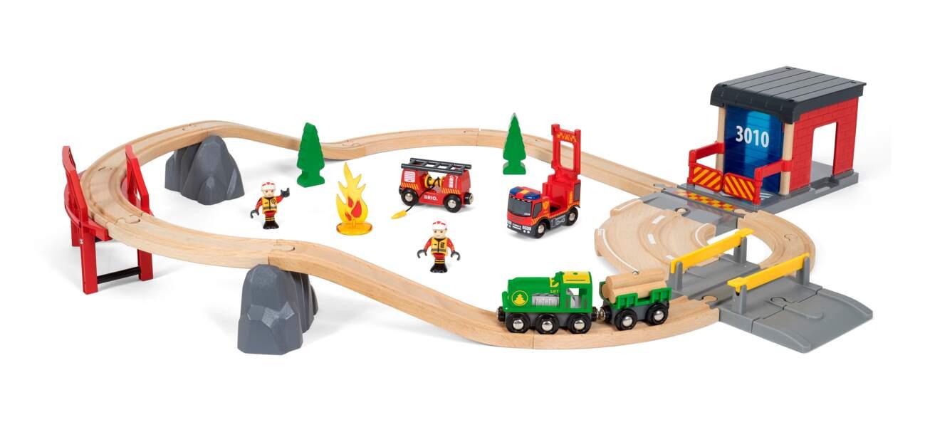 Circuit pompier. 100€, BRIO en vente dans les magasins spécialisés de jouets, les grands magasins et sur internet.