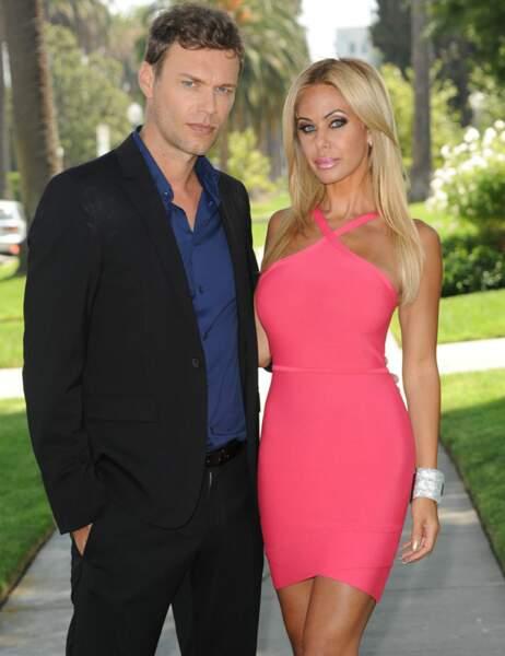 Dr Moretti (David Golis) et Geny G (Shauna Sand)