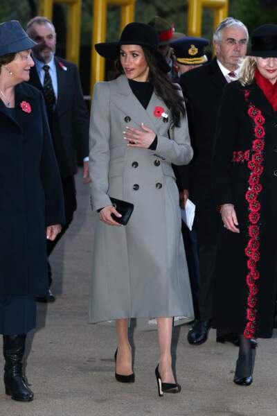 Meghan Markle : le do, en manteau gis, plus long que sa robe