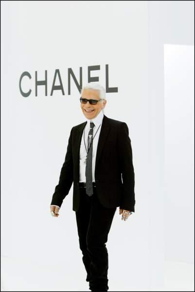 L'évolution physique de Karl Lagerfeld : le créateur en 2004