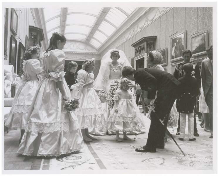 Charles et Diana entourés de leurs proches après le mariage