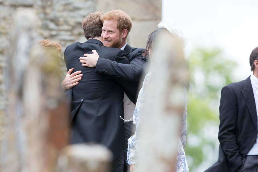 Mariage de Celia McCorquodale et George Woodhouse : le prince Harry visiblement très heureux