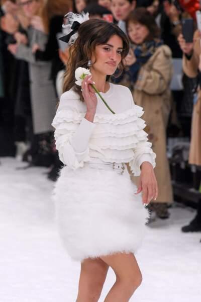 Penélope Cruz au défilé Chanel automne-hiver 2019-2020 pour un dernier hommage à Karl Lagerfeld
