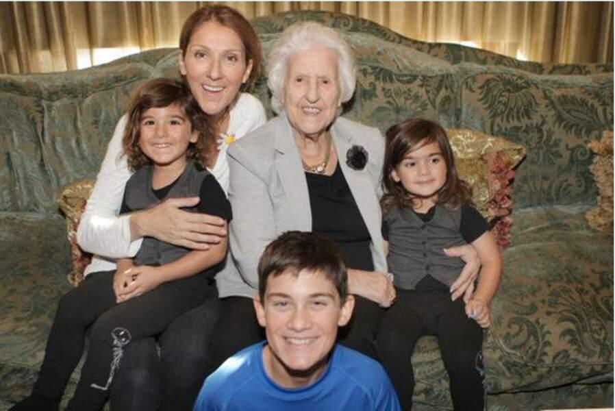 Céline Dion avec sa mère et ses trois fils
